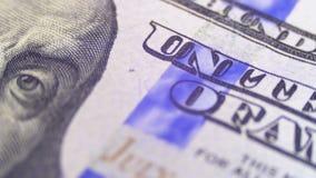 Het portret van President Benjamin Franklin op Honderd Dollarsrekening roteert stock videobeelden
