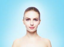 Het portret van het schoonheidsclose-up van mooi, vers en gezond meisje H royalty-vrije stock afbeeldingen