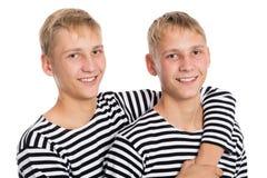 Het portret van twee tweelingbroers, sluit omhoog Stock Foto's