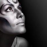 Het portretvrouw van de close-up met zilveren bodyart Royalty-vrije Stock Afbeeldingen