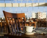 Het positieve nog-leven van de ochtend in een koffie stock afbeeldingen