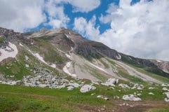Het prachtige berglandschap van het Natuurreservaat van de Kaukasus royalty-vrije stock foto
