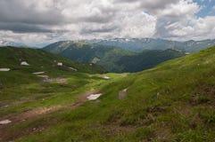 Het prachtige berglandschap van het Natuurreservaat van de Kaukasus stock fotografie