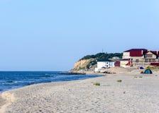 Het prachtige landschap van de kust van de Zwarte Zee in de Oekraïne met het hotel royalty-vrije stock afbeelding