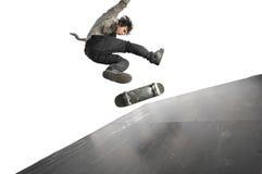 Het praktizeren van de jongen het met een skateboard rijden royalty-vrije stock afbeelding