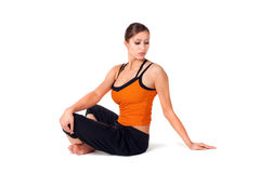 Het Praktizeren van de vrouw de Oefening van de Yoga Royalty-vrije Stock Foto