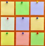 Het prikbord van met kleurrijke document nota's Royalty-vrije Stock Fotografie
