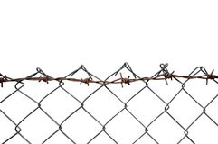 Het prikkeldraad Mesh Fence, Roest Barb Detail, isoleerde Horizontaal Rusty Barbwire, Oud Oud Doorstaan Geroest Grey Iron, Grungy Stock Foto's