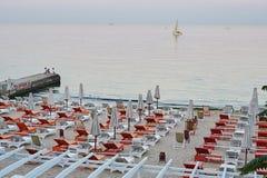 Het privé strand op de kust van de Zwarte Zee Royalty-vrije Stock Fotografie