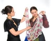 Het proberen van nieuwe kleding Royalty-vrije Stock Foto