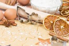 Het proces om eigengemaakte koekjes te bakken. Stock Foto's
