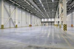 Het proces van bouw en de lancering van een grote logistiek centreren, zijn het interne vullen en eindigen stock foto's