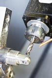 Het proces van de close-up van metaal het machinaal bewerken Stock Fotografie