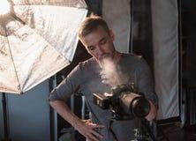 Het proces van foto die in studio schieten Royalty-vrije Stock Fotografie