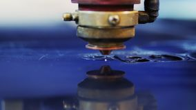 Het proces van werkend lasersysteem, de industrie stock videobeelden