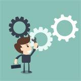 Het procesverbetering concept - zakenman met een moersleutel Stock Afbeelding
