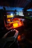 Het produceren van staal in gieterij stock foto's