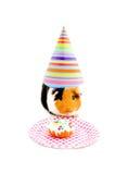 Het proefkonijn dat partijhoed draagt eet een cake Royalty-vrije Stock Afbeelding