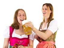 Het proeven van dubbel bier bij het meest oktoberfest Royalty-vrije Stock Foto