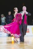 Het professionele Hogere Danspaar voert Europees Standaardprogramma over Baltisch Groot Kampioenschap prix-2106 uit van WDSF Royalty-vrije Stock Foto