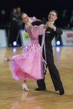 Het professionele Hogere Danspaar voert Europees Standaardprogramma over Baltisch Groot Kampioenschap prix-2106 uit van WDSF Stock Fotografie