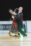 Het professionele Hogere Danspaar voert Europees Standaardprogramma over Baltisch Groot Kampioenschap prix-2106 uit van WDSF Stock Afbeelding