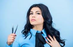Het professionele hulpmiddel van Cosmetic van de make-upkunstenaar tweezer Het concept van de schoonheidswinkel Volume van make-u royalty-vrije stock fotografie