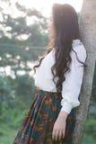 Het profiel van een jonge Aziatische vrouw ziet eruit Stock Foto