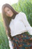 Het profiel van een jonge Aziatische vrouw ziet eruit Royalty-vrije Stock Foto