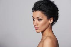 Het profielportret van de schoonheidsclose-up van mooie vrouw Stock Foto