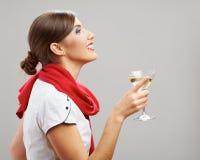 Het profielportret van jonge glimlachende vrouw drinkt wijn Stock Foto