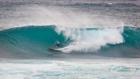Het prostrand Hawaï van de Surferzonsondergang stock foto