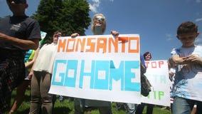 Het protest Monsanto gaat naar huis stock video