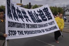 HET PROTEST VAN DE GONG VAN DENEMARKEN FALUN TEGEN CHINA Stock Afbeelding