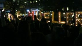 Het protesteren om Robert Mueller bij het Park van Lafayette binnen te redden stock video