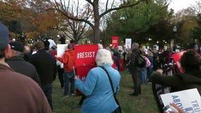 Het protesteren om Robert Mueller te redden stock footage