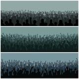 Het publiek met handensilhouet hief muziekfestival en overleg neer stromend van bovengenoemde stadiumvector op royalty-vrije illustratie