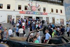 Het publiek vóór de prestaties bij het circus van Moskou op Tsvetnoy-Boulevard Royalty-vrije Stock Afbeelding