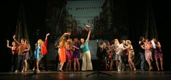 Het publiek van de muzikale prestaties - de gepensioneerden, de bejaarde veteranen van de tweede wereldoorlog en hun verwanten Stock Fotografie