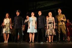 Het publiek van de muzikale prestaties - de gepensioneerden, de bejaarde veteranen van de tweede wereldoorlog en hun verwanten Stock Afbeeldingen