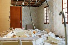 Het puin van de huisvernieling stock fotografie