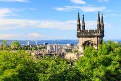 Het punt van de bergmening over de stad van Edinburgh stock afbeelding