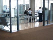 Het Punt van de luchthavenveiligheidscontrole stock afbeelding