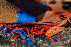 Het punt van een oud gescherpt oliekleurpotlood Stock Foto's