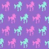Het purpere naadloze patroon van eenhoornilhouette royalty-vrije illustratie