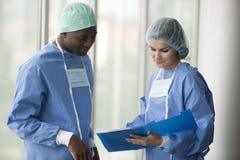 Het raadplegen van chirurgen Stock Afbeelding