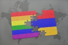 het raadsel met de nationale vlag van Armenië en vrolijke regenboogvlag op een wereld brengt achtergrond in kaart Royalty-vrije Stock Foto's