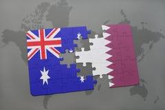 het raadsel met de nationale vlag van Australië en Qatar op een wereld brengen achtergrond in kaart Stock Foto