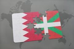 het raadsel met de nationale vlag van het Baskische land van Bahrein en op een wereld brengt achtergrond in kaart Stock Foto's