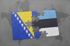 het raadsel met de nationale vlag van Bosnië-Herzegovina en Estland op een wereld brengen achtergrond in kaart Royalty-vrije Stock Afbeelding